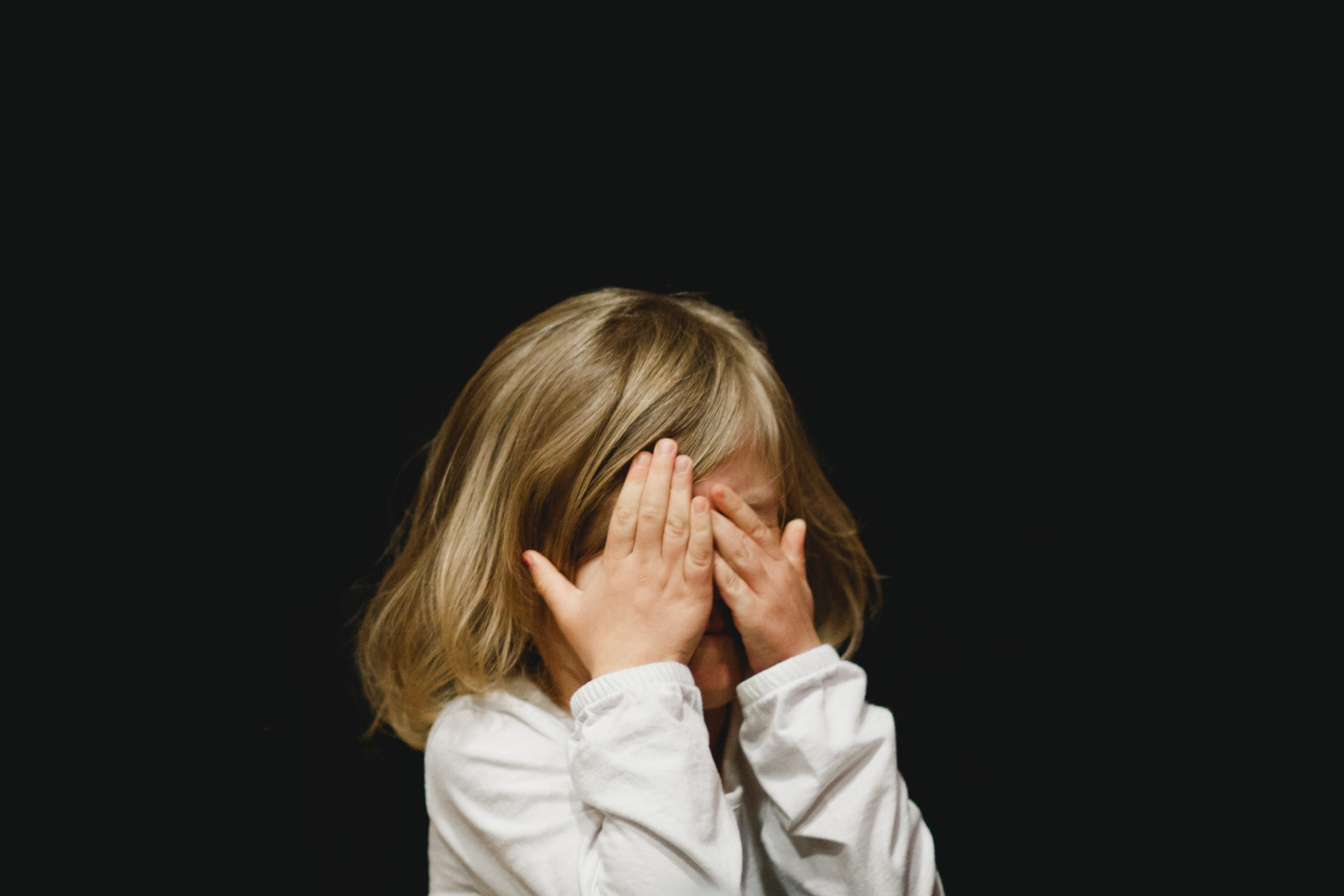 Barn som ikke deltar i lek og språklig aktivitet, trenger hjelp fra voksne.